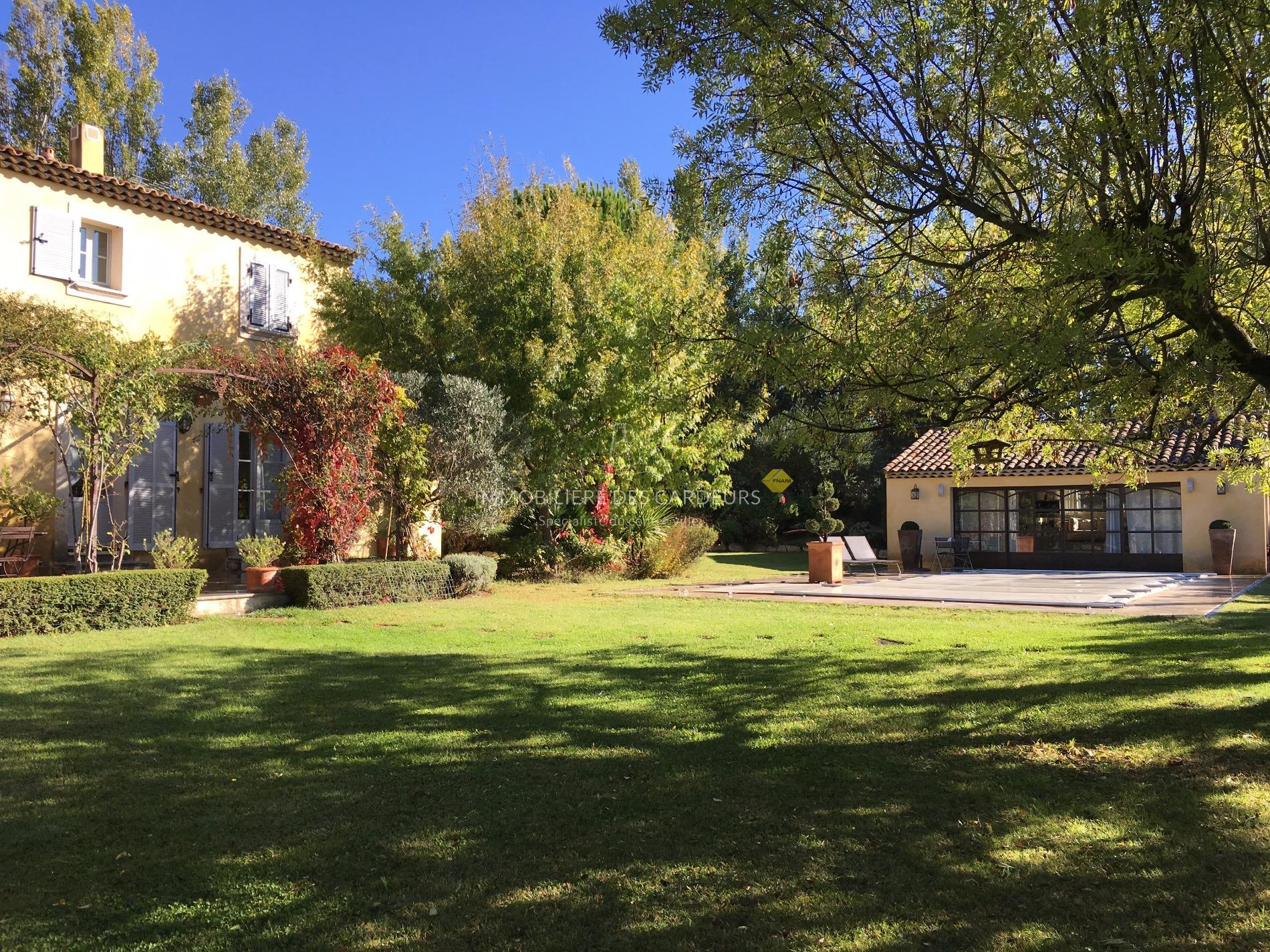 Vente maison et villa avec piscine jardin aix en for Camping a aix en provence avec piscine